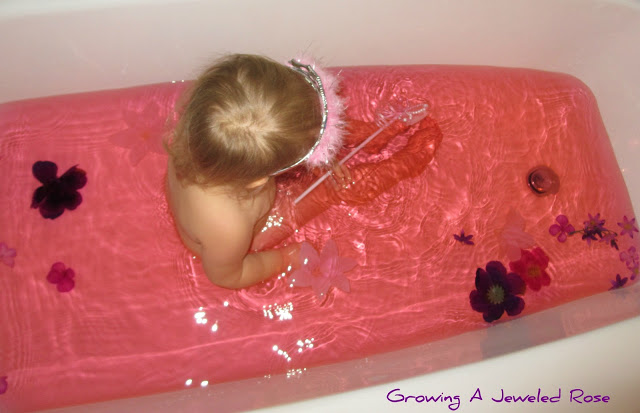100 Things You Can Buy From the Dollar Tree and Use in Play - Perfect Nanny Match - The_princess_bath!1